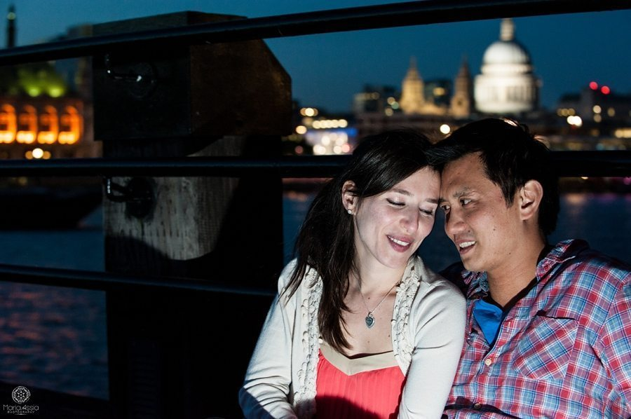 London pier engagement shoot by Maria assia photography