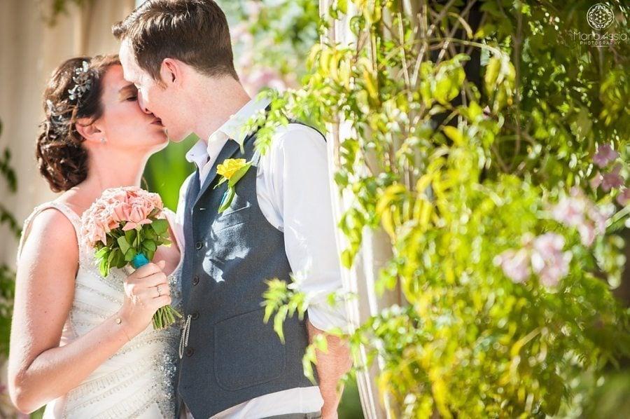 Bride and groom kissing, Morocco wedding photographer