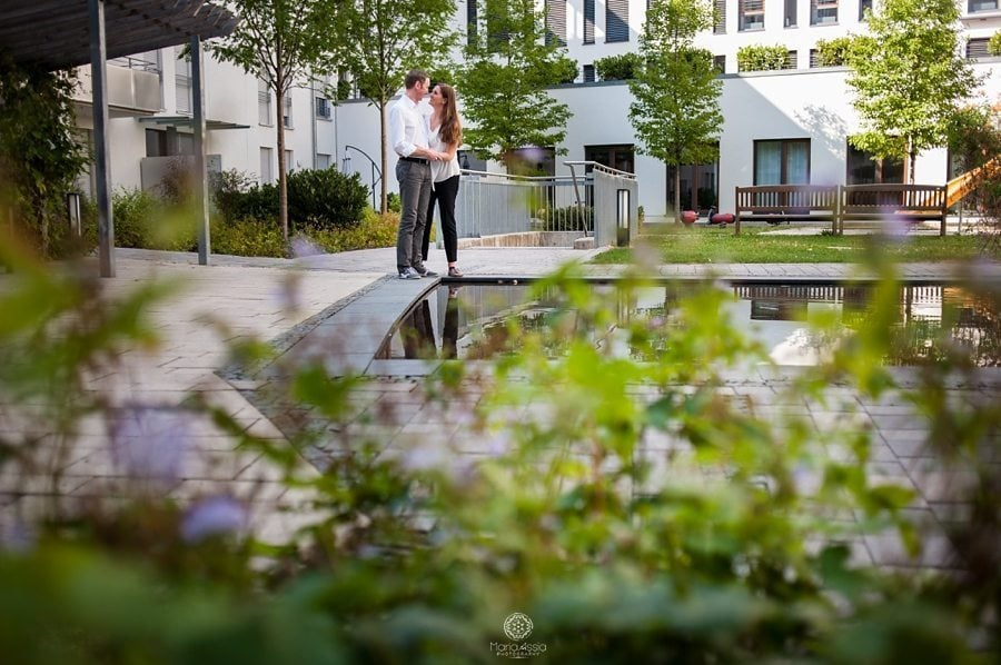 Munich back garden engagement shoot