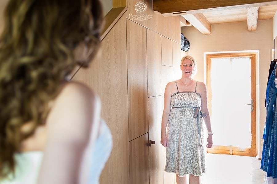 Maid of Honour seeing bride for the first time