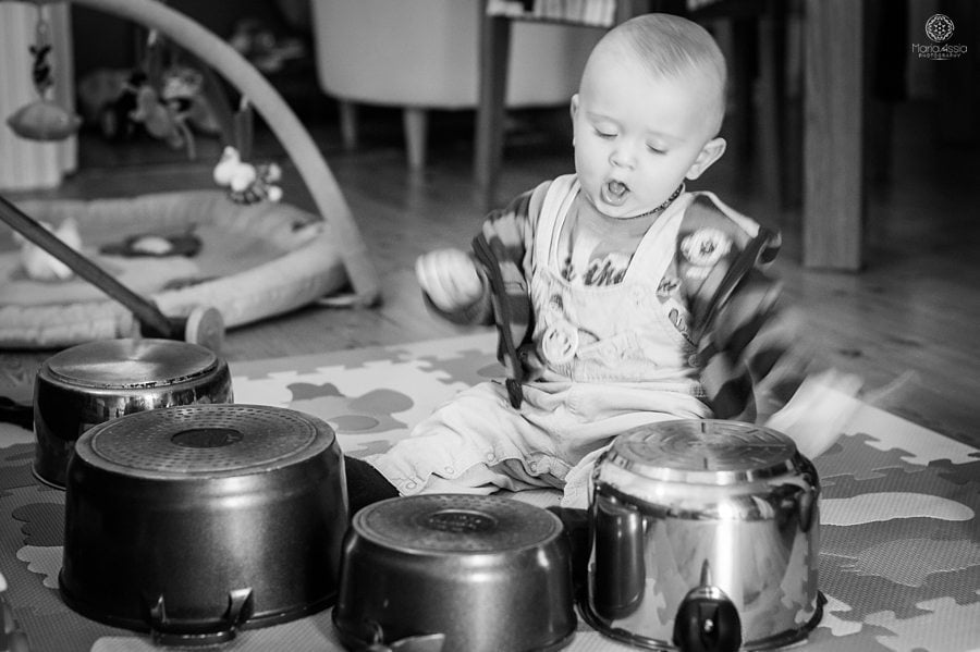 baby drumming on pots