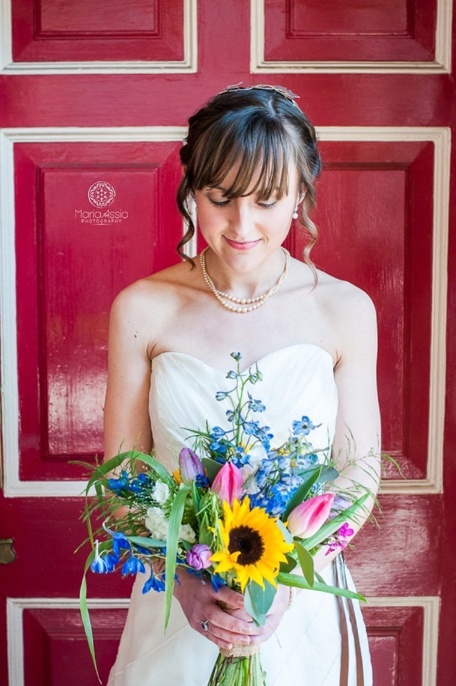 bride portrait at red door at the windsor guildhall