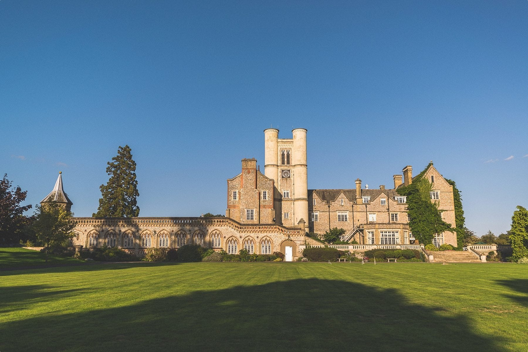 Horsley Towers autumn wedding venue bathed in sunshine