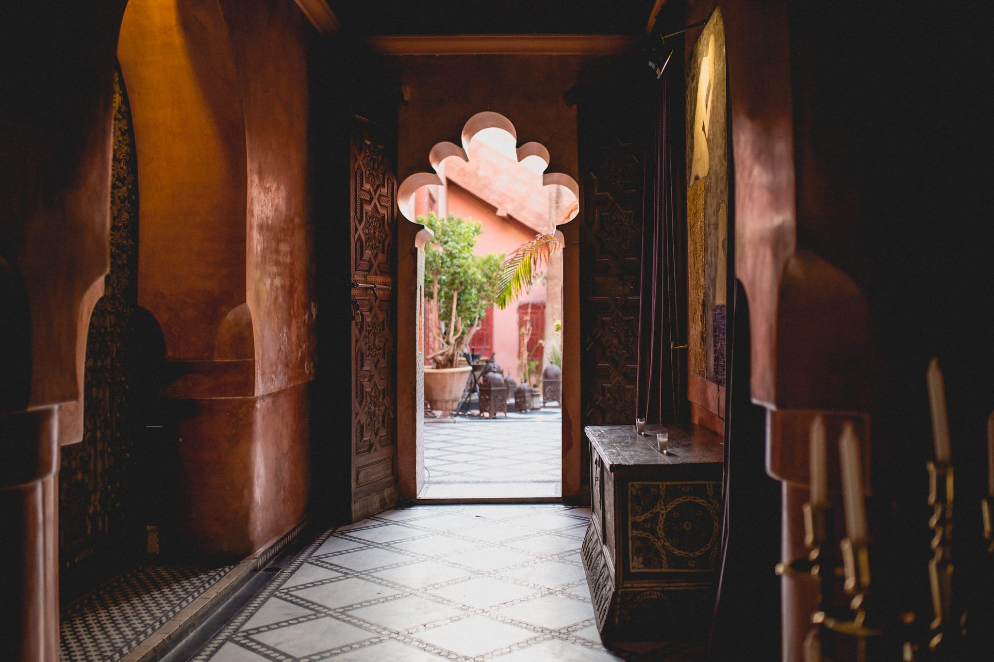 Through the archway to Restaurant Palais Soleiman in Marrakech