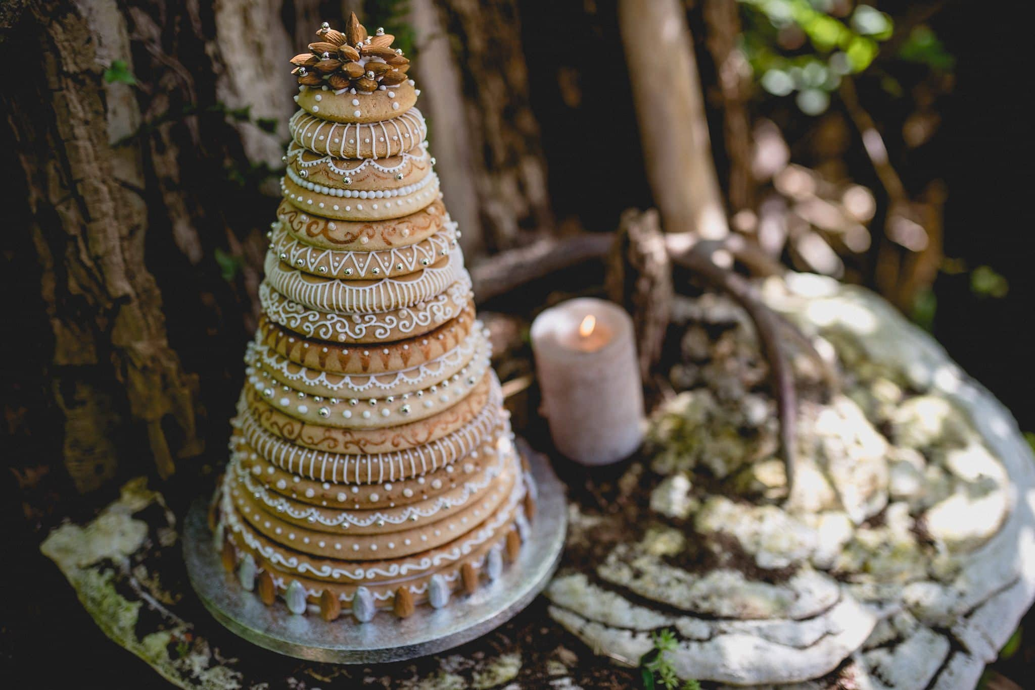 Iced kransekake on treestump