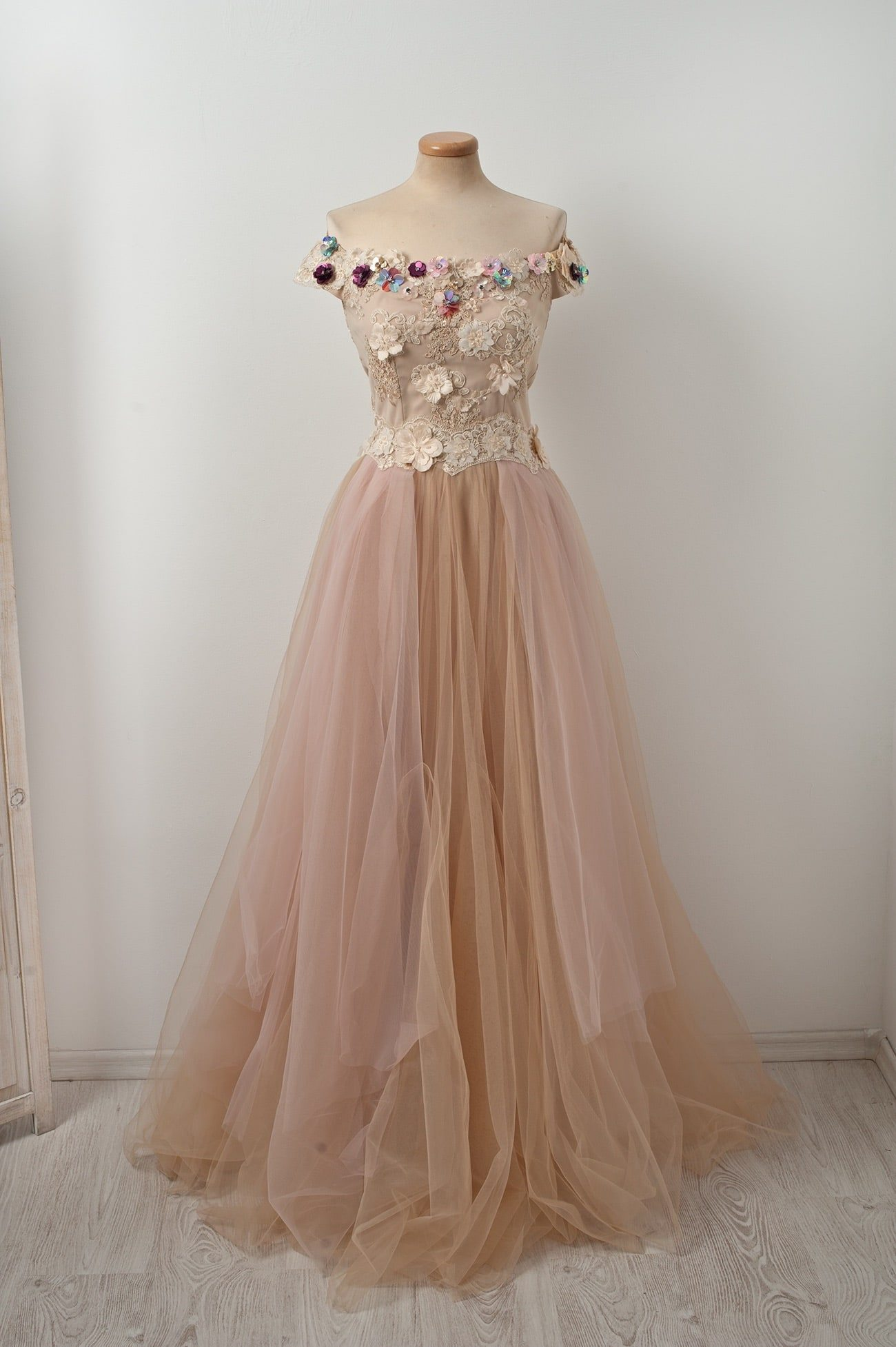 Off the shoulder corsetted tulle Chotronette Caramel aux Amandes dress