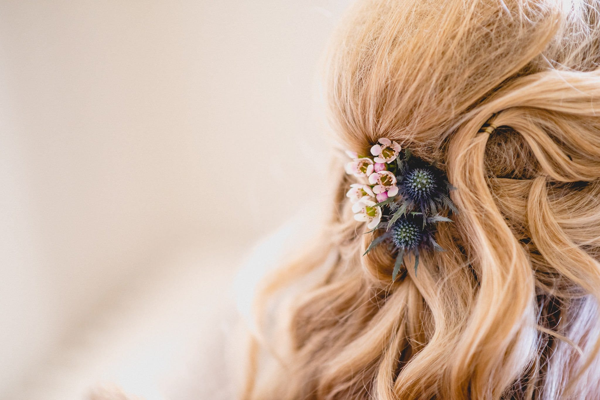 Bride wears flowers and Scottish thistles in her hair