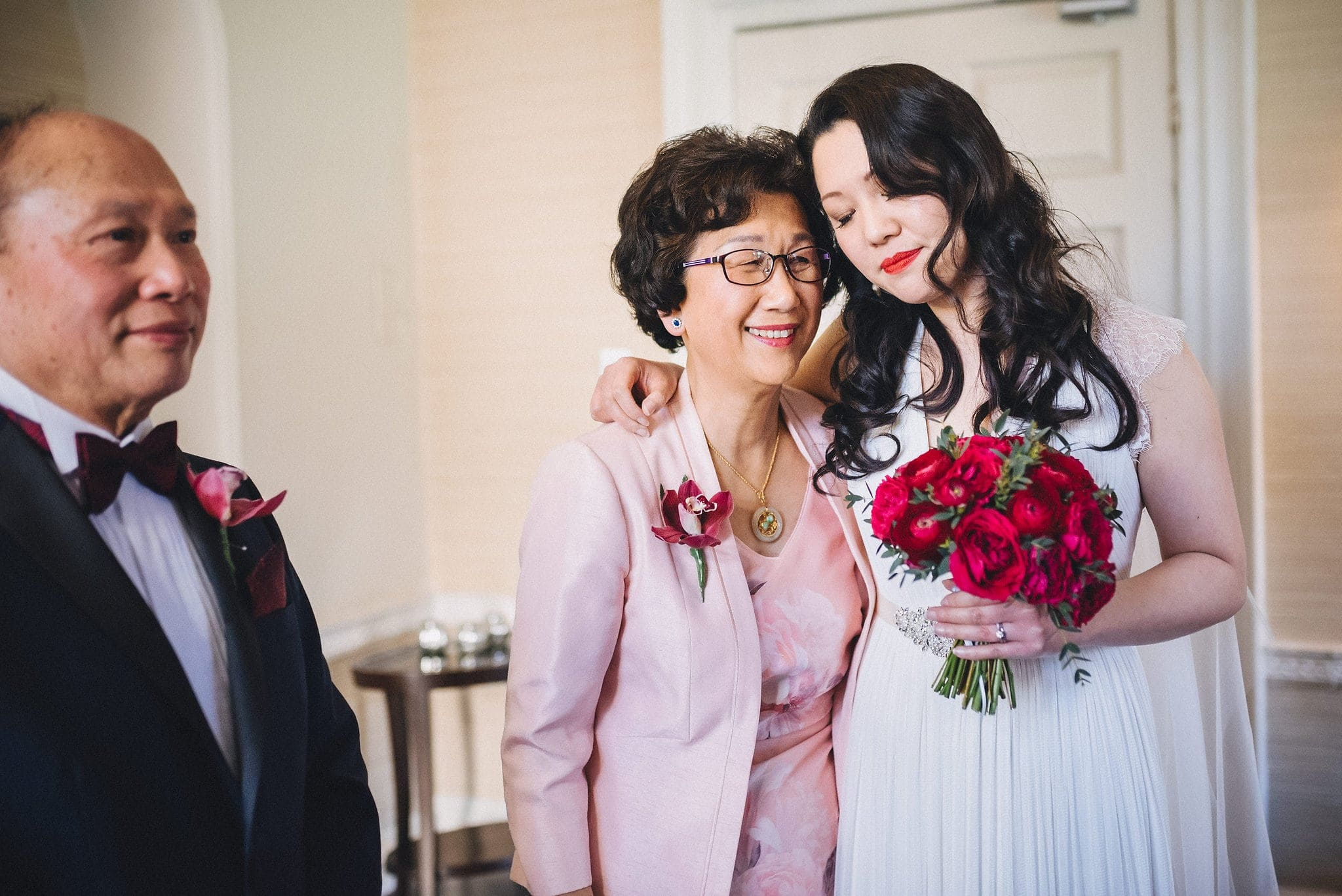 Chinese bride shares tender moment with her mum