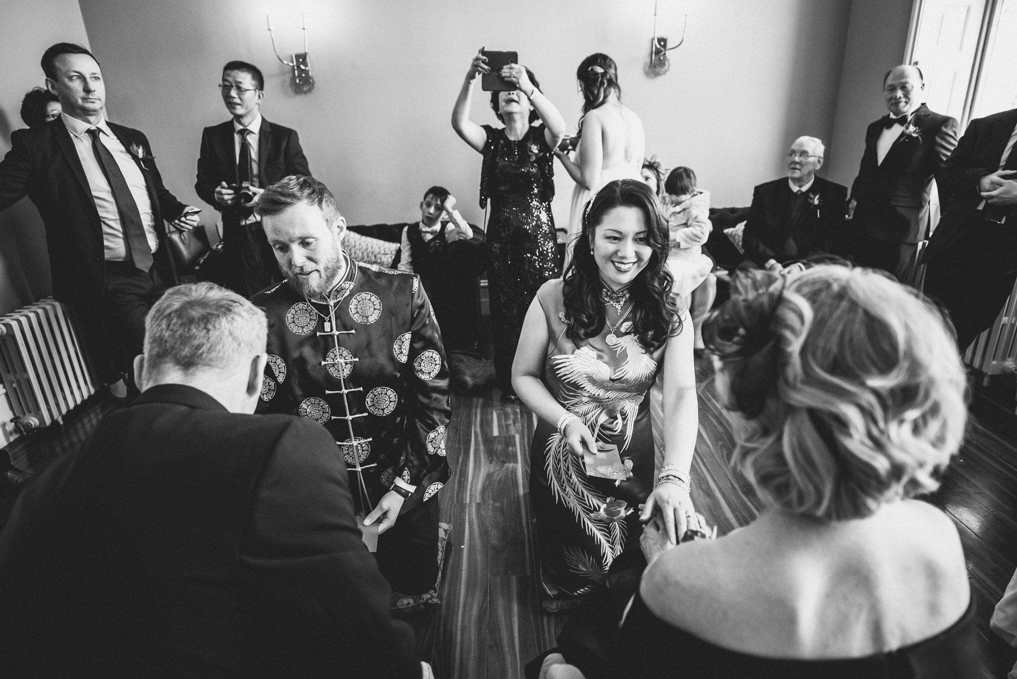 Traditional Chinese Tea Ceremony at a Sunny Fusion Morden Hall Wedding | Maria Assia Photography